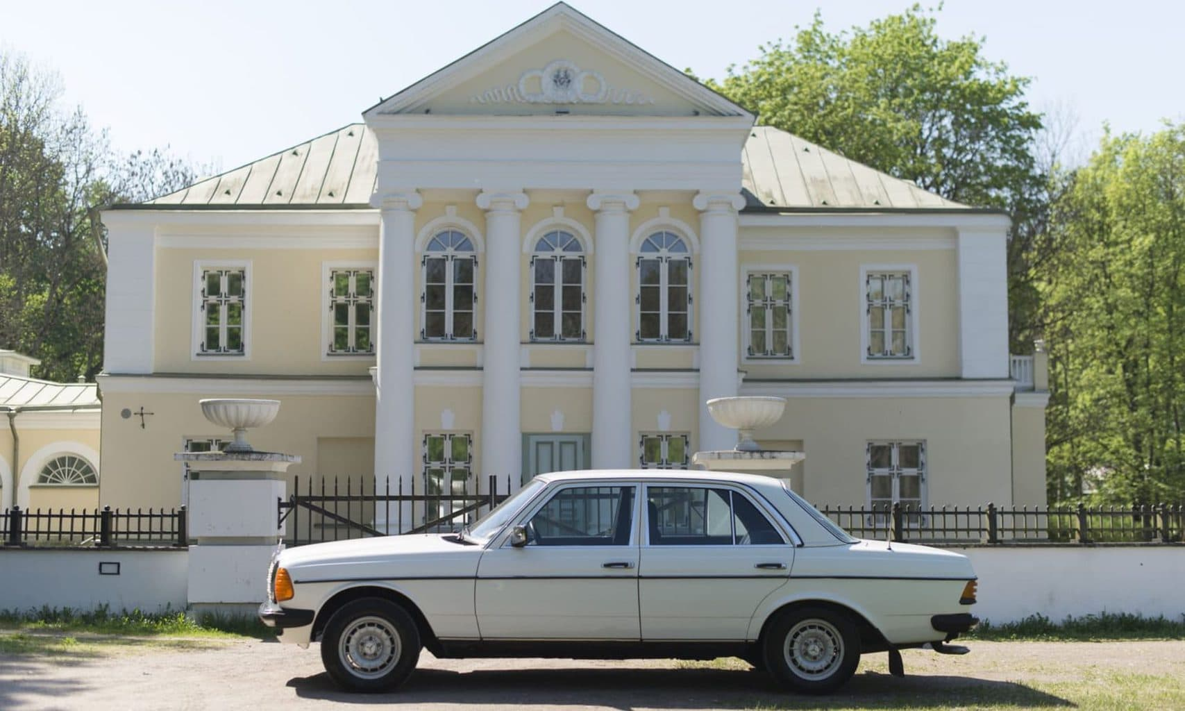 Valgemercedes on mercedes benz w123